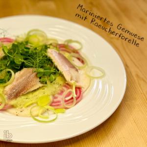 Johann Barsy kocht_ Mariniertes Gemüse mit Räucherforelle